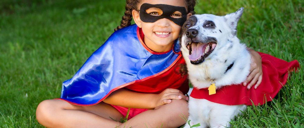 Je hond en kind.. Dog and child having fun